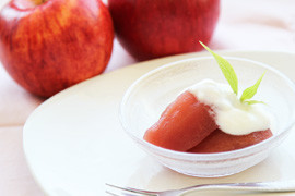 リンゴの赤ワイン煮~ヨーグルト添え~