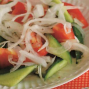 きゅうりとトマトのシンプルサラダ