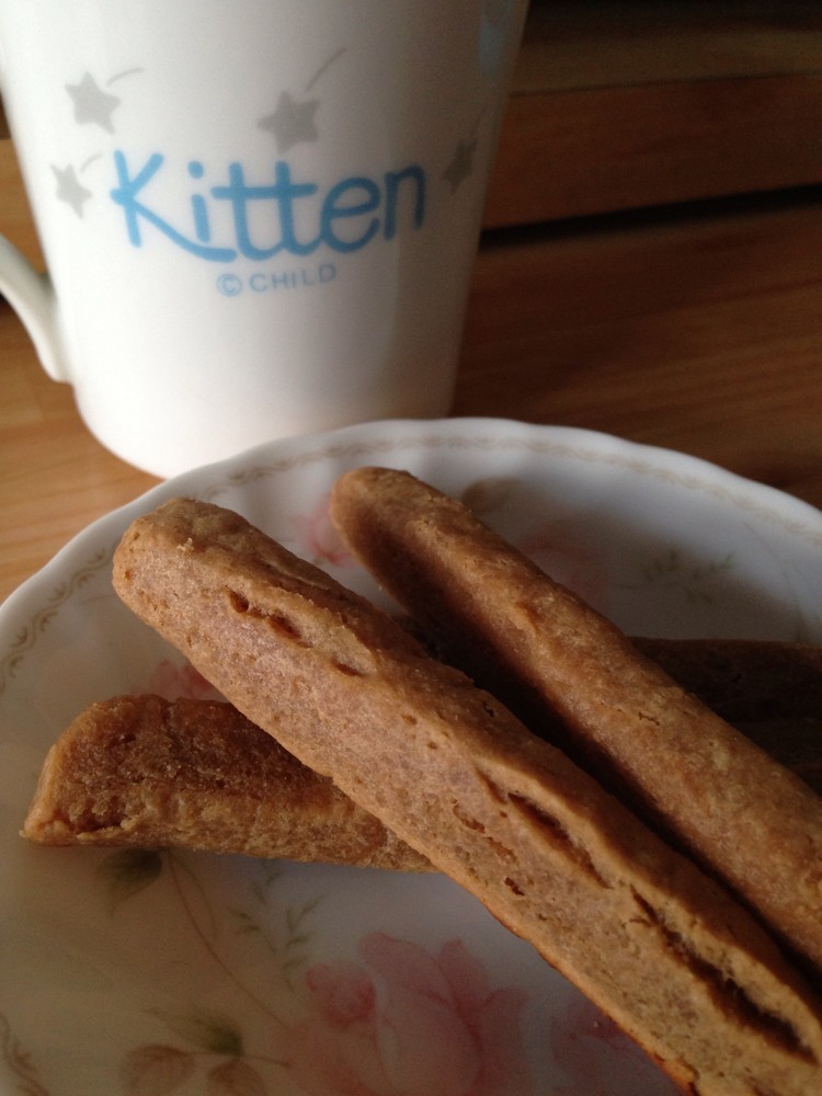 材料4つ 豆腐きな粉のスティッククッキー