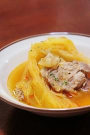 豚肉とざっくりキャベツのトマトスープの写真