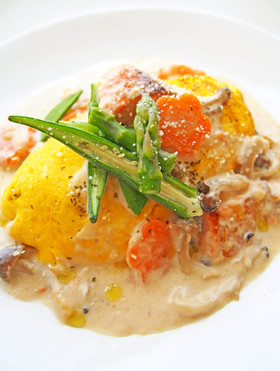 春野菜とサーモンのクリームオムライス