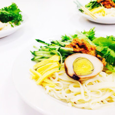 インスタント麺でジャージャー麺