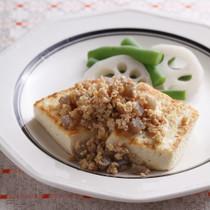 豆腐ステーキのしょうが肉そぼろのせ