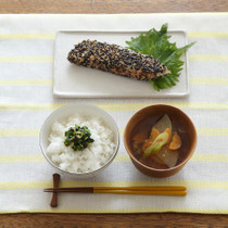 小松菜としょうがのふりかけご飯(写真左下)