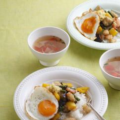 プチトマトと玉ねぎのしょうがスープ(写真上)