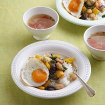 えびと夏野菜のしょうが炒め丼(写真下)