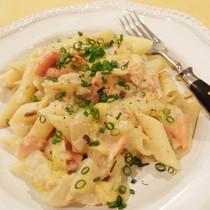 紅鮭と白菜の豆乳クリームパスタ