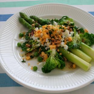 春野菜と卵のアンチョビソース