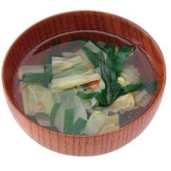 キャベツとにらのピリ辛スープ