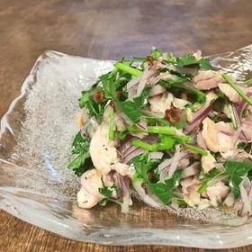 鶏胸肉とパクチーのサラダ