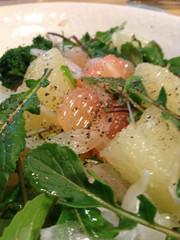 新玉ねぎルッコラグレープフルーツのサラダの写真