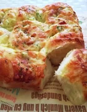 オニオンベーコンチーズパン。