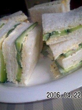 きゅうりだけのサンドイッチ♪