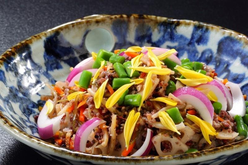 十六雑穀米のサラダ