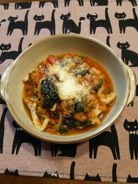 レンズ豆・鶏もも肉・ほうれん草のトマト煮