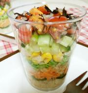 綺麗になれるカップサラダの写真