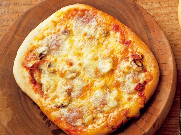 Wチーズとサラミのシンプルピザ