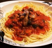 鶏肉ときのこのトマトベースパスタの写真
