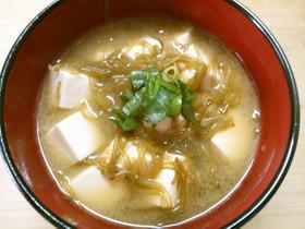めかぶと 豆腐の お味噌汁
