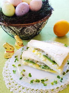 アボカドと玉子のサンドイッチ