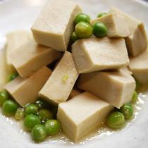 高野豆腐とえんどう豆の炊いたん