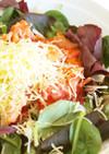 ベーコンとエビとトマトのチーズ乗せサラダ