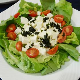 わかめご飯の素ドレッシングのサラダ