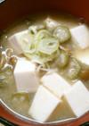 朝食! オクラ なめこ 豆腐の 味噌汁!