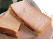やみつきポテトチップスサンドイッチの写真