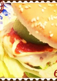 豚コマミンチパテ アボカドハンバーガー