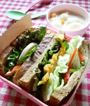 カフェ風ヘルシー弁当✿具沢山サンドイッチの写真