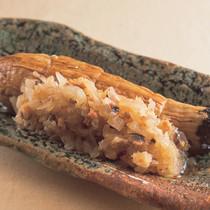 焼き茄子のアンチョビ玉葱のせ
