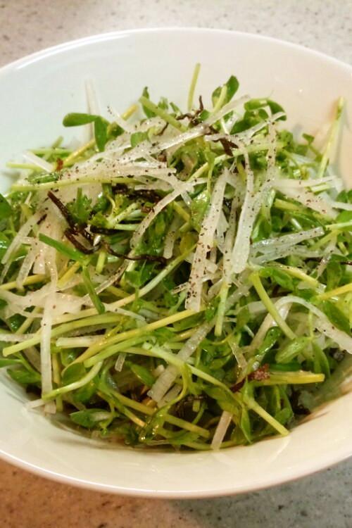 シャッキシャキ!豆苗と大根の簡単サラダ