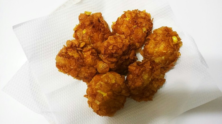 鶏ひき肉のコーンフレーク揚げ・カレー味