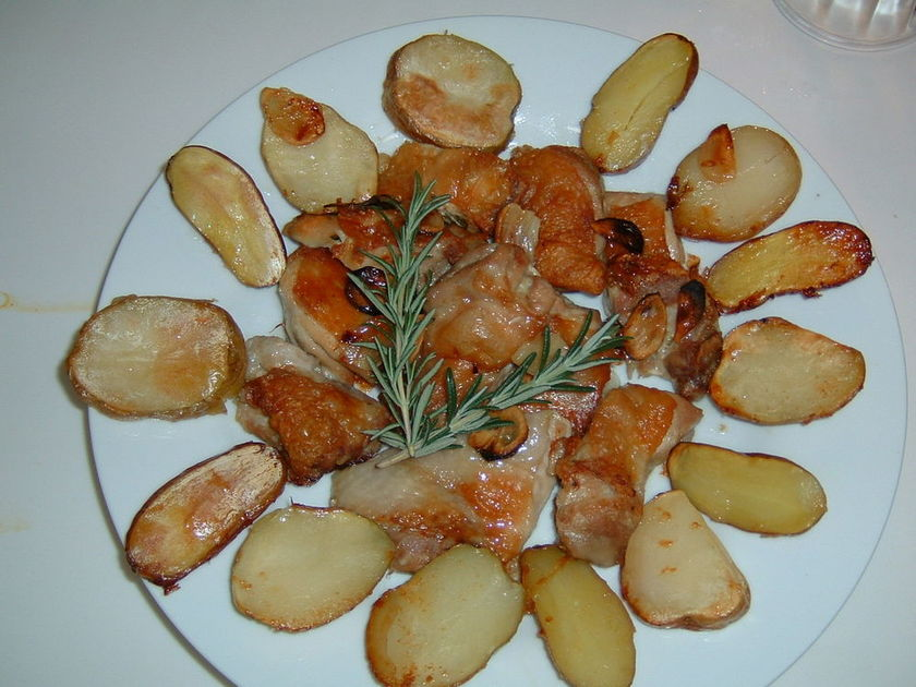 チキンとじゃが芋のローズマリー焼き