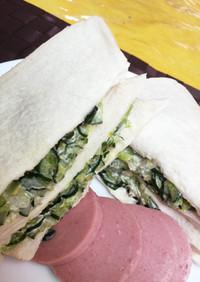 パン屋さんで人気♡きゅうりのサンドイッチ