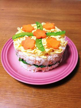 ひな祭りにも!鮭寿司ケーキ