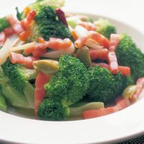 ブロッコリーとベーコンの温かいサラダ