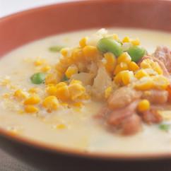 とうもろこしと鶏手羽肉のスープ