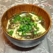 えのきと若布の甘麹味噌汁の写真