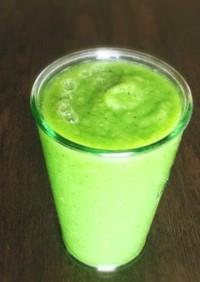 青梗菜とりんごのグリーンスムージー