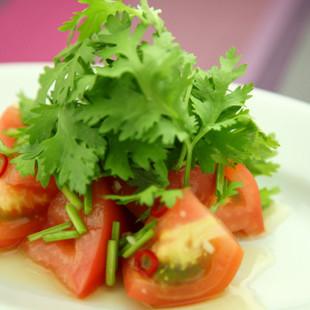 トマトと香菜のサラダ