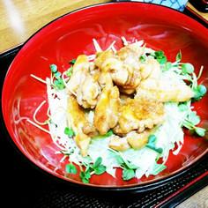 タッカルビ丼(韓国風鶏モモ肉のピリ辛丼)