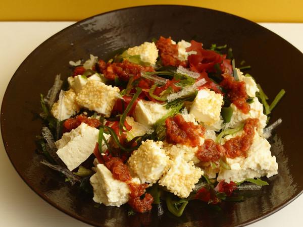 豆腐とクリームチーズと海草のサラダ