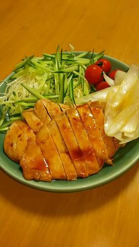 簡単♪鶏胸肉スタミナ照り焼き♪新玉添え