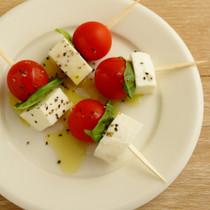 トマトとモッツァレラチーズのピンチョス