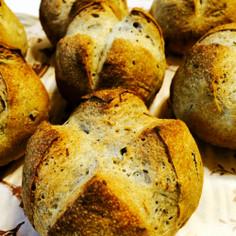 ひじきパン(黒胡椒入りソフトフランス)