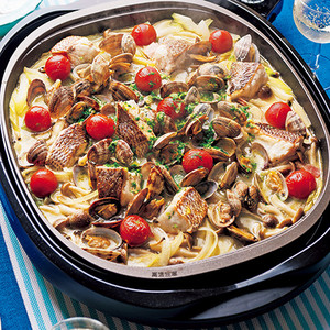 あさりと白身魚のワイン蒸しと魚介のパスタ