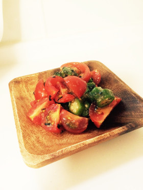 梅のさっぱり♪オクラとトマトの簡単サラダ