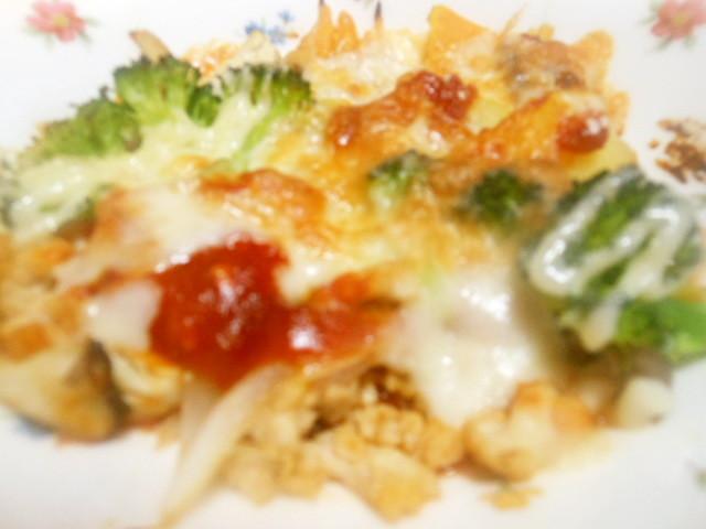 トマトソースでチーズと野菜のオーブン焼き